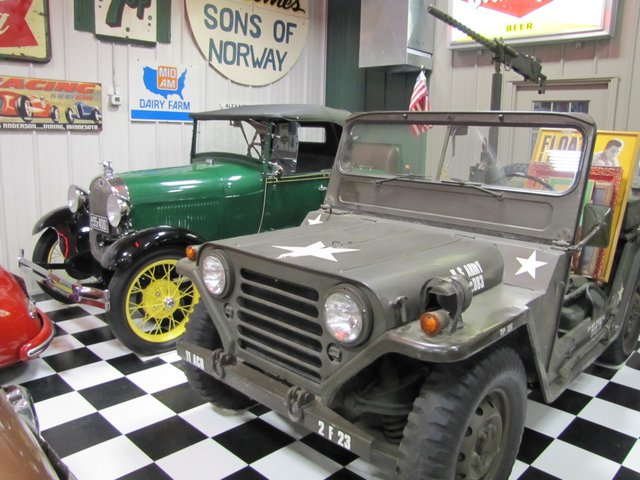 Collector Cars-Trucks, Antique Tractors, Vintage Race Cars, The Twin Oaks #1 Auction - image 9