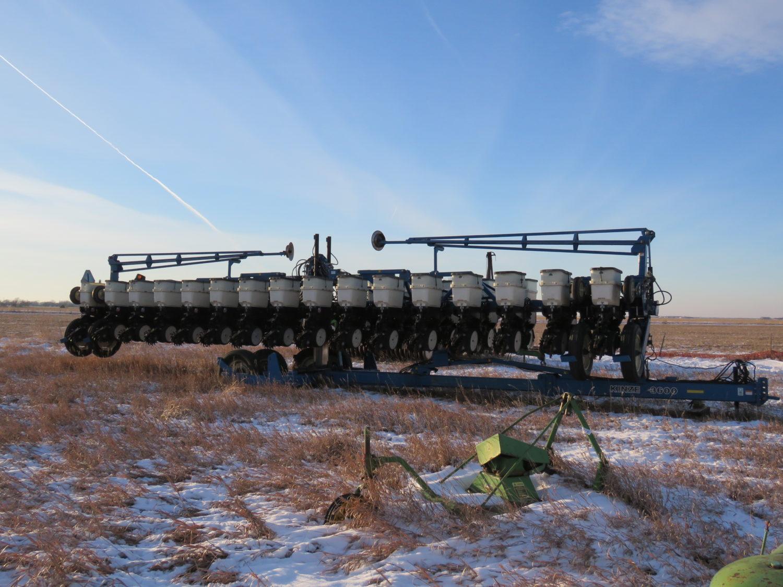 The Alan Rietz Estate Farm Equipment Auction - image 9