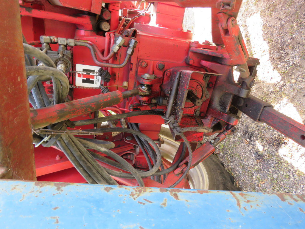 International 656 Tractor With Loader : Lot hemme international tractor with loader
