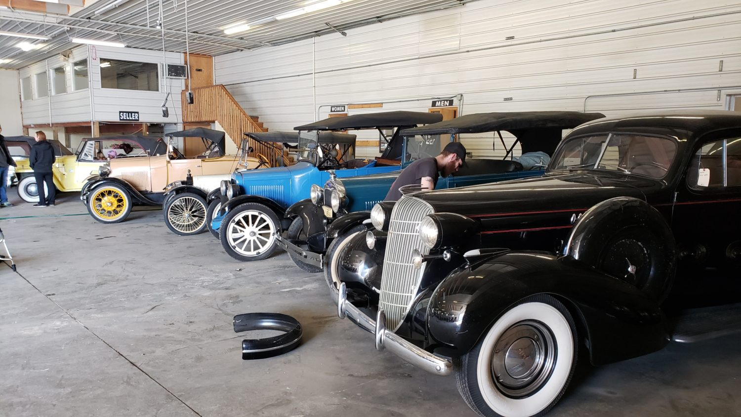 Day 1- The Roger ( Bill)  Dickenson Estate-Collector Cars, Parts, and More!  - image 2