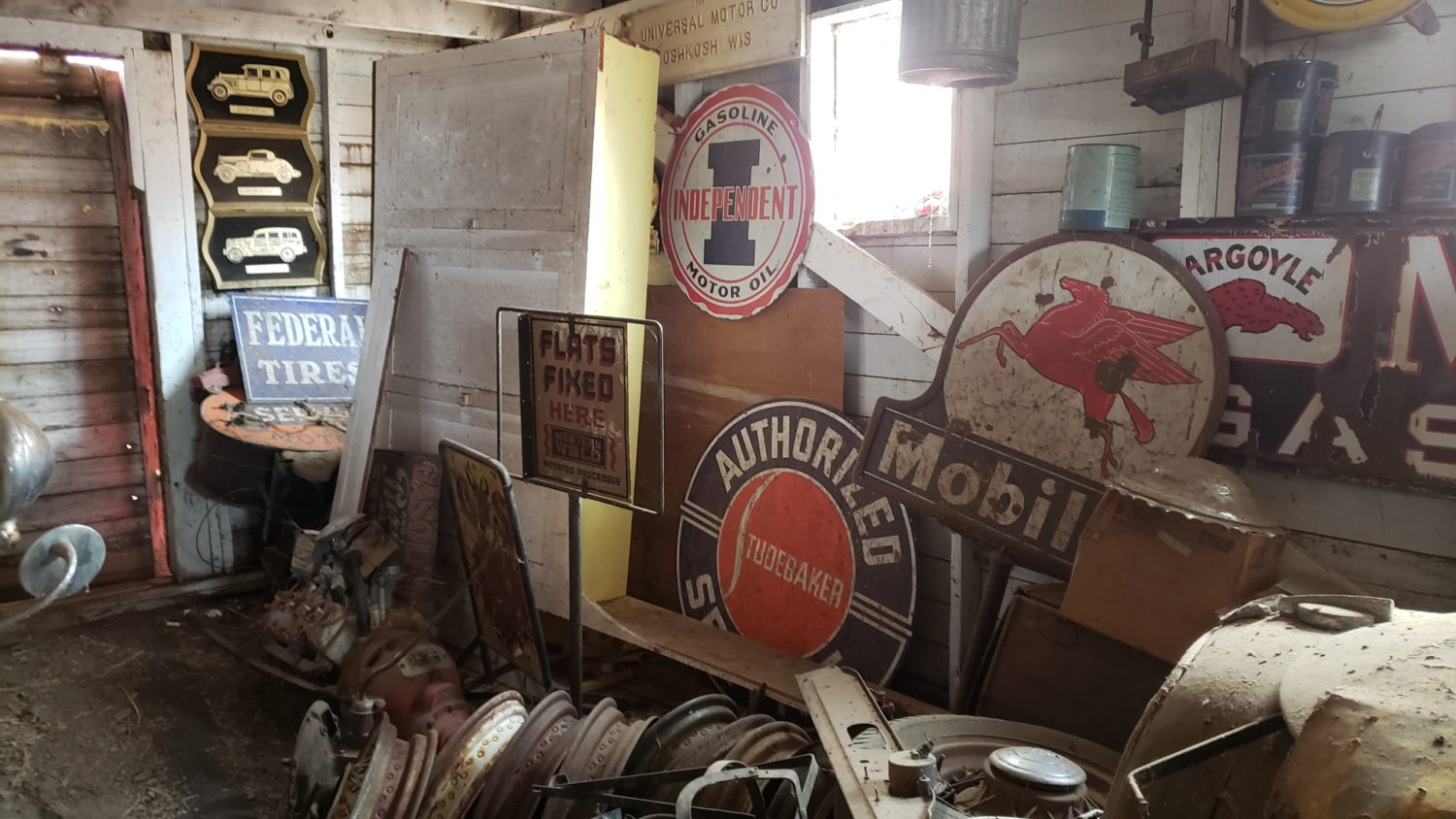 Fabulous Collector Cars, Antique Tractors, Memorabilia & More! The Krinke Collection - image 8