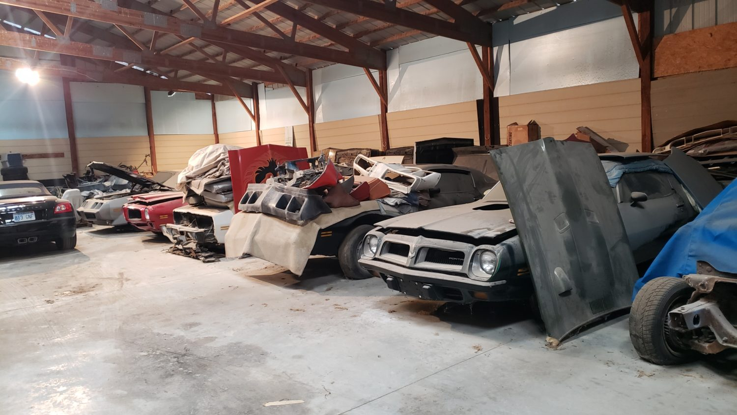 Amazing Trans Am & Pontiac Cars and Parts Hoard! The Kansas Collection - image 2