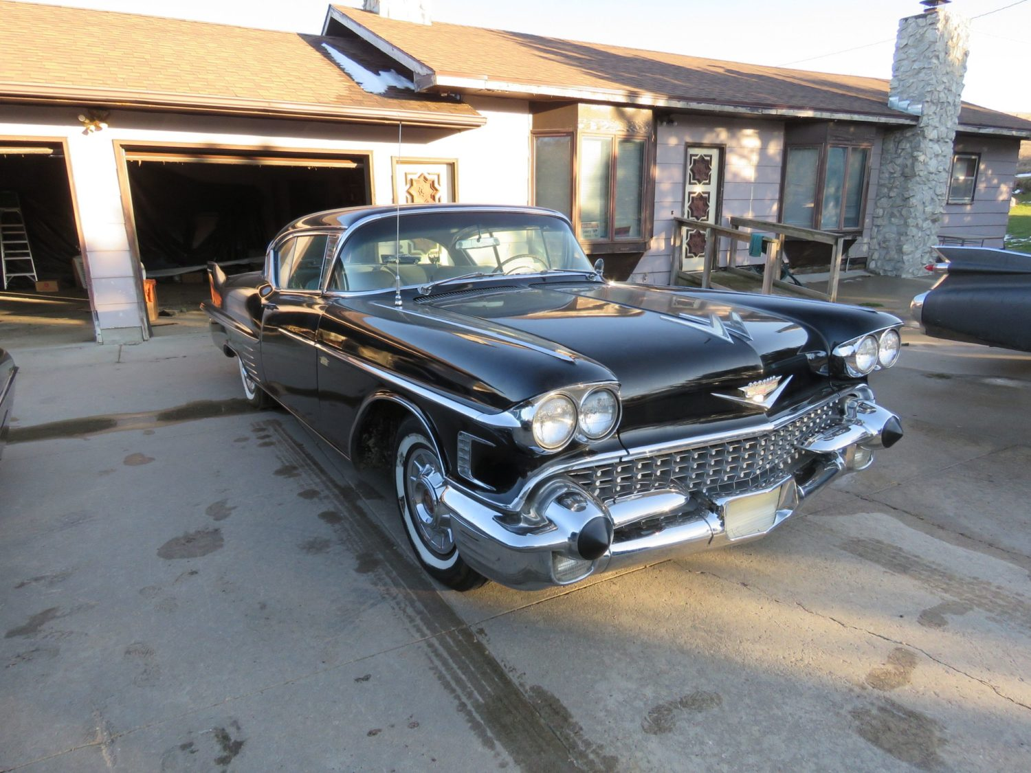 ONLINE ONLY AUCTION!  Cadillacs, Scooters, & More Collector Cars! Bidding Ends 12-2-18!  - image 8