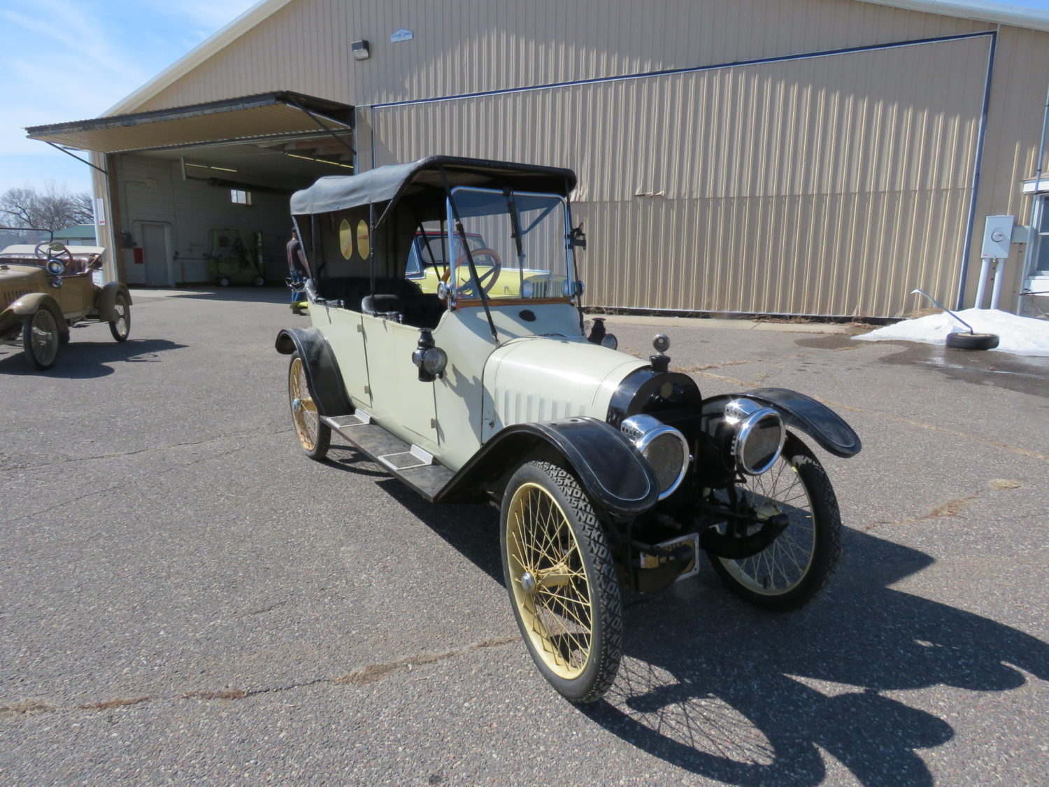 Day 1- The Roger ( Bill)  Dickenson Estate-Collector Cars, Parts, and More!  - image 12